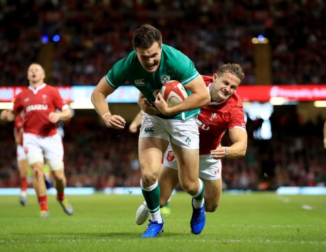 Hallam Amos can't stop Jacob Stockdale crossing