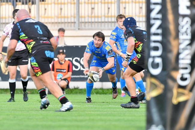 SLICK SERVICE: Rhodri Williams spreads play in the Dragons win at Zebre (Picture: HUW EVANS AGENCY)