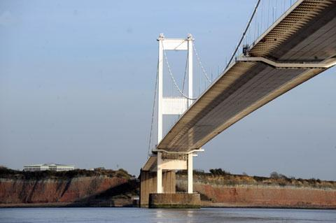 High winds close one lane on old Severn Bridge
