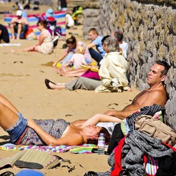 Forecasters predict temperatures of up to 27C for some parts of England and Wales this weekend