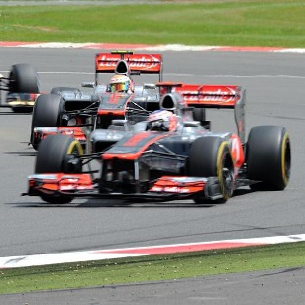 The McLarens were quickest in the first practice session for the Japan GP