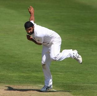 Monty Panesar continued to shine on a pitch which proved difficult for England's bowlers
