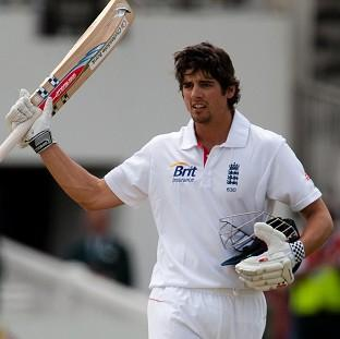 Alastair Cook's superb 190 helped England build a 193-run lead over India