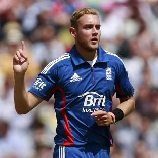 England captain Stuart Broad took 3-15 in the third Twenty20 against New Zealand