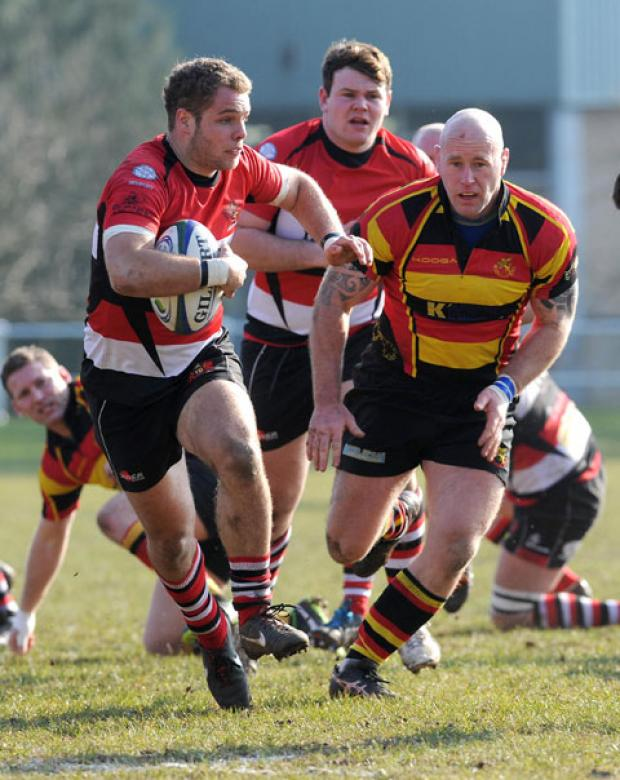 Josh Guy breaks free for Pontypool