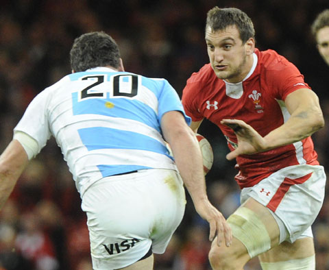 Wales captain Warburton pens central contract