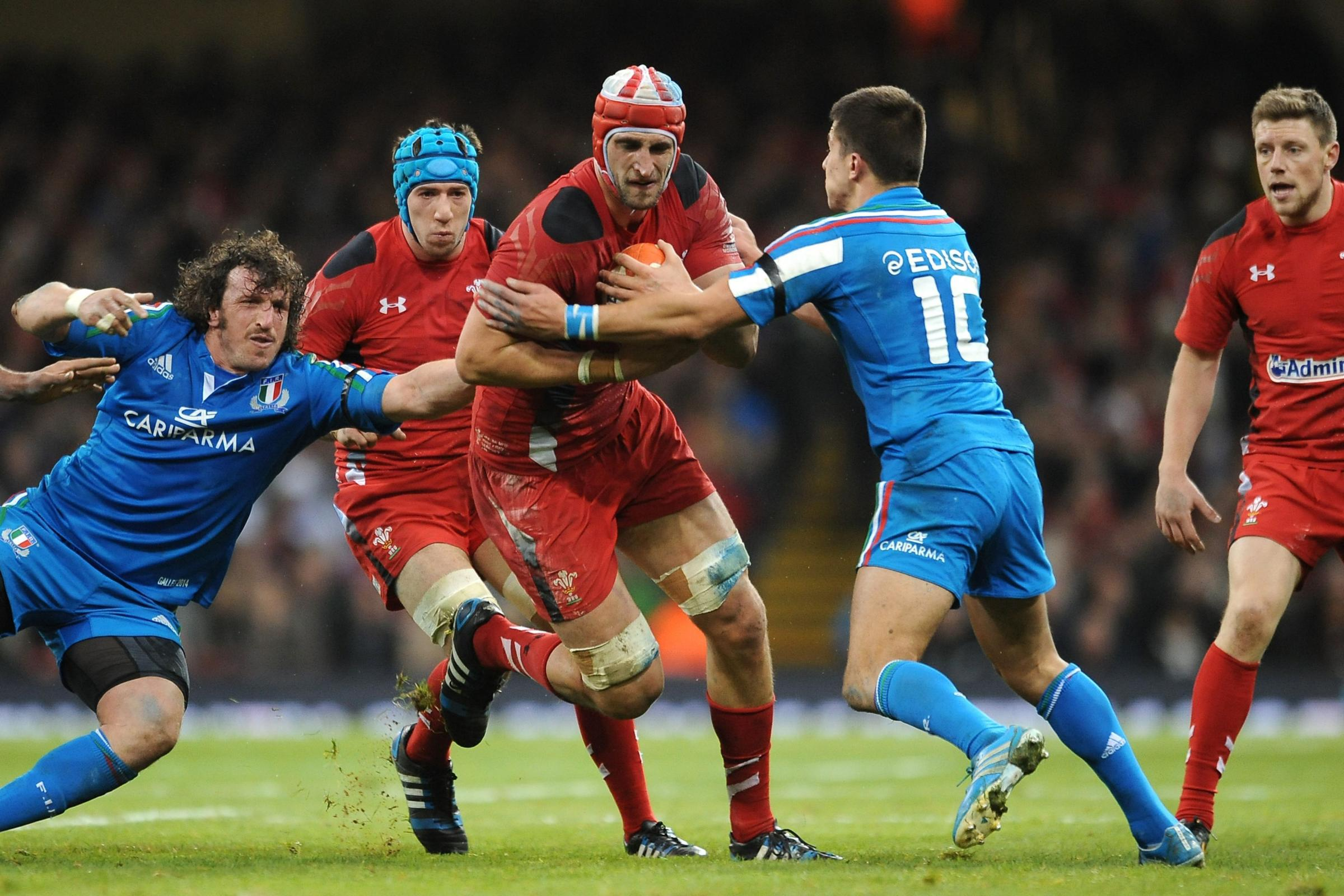Luke Charteris feeling the heat from ex-Dragons teammate