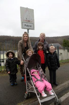 Victoria Primary School parents petition to get crossing patrol reinstated. Rita Wilkins with Levi, Britten and Kristian Newman and Alix Jennings with Colin, Tristan and Daisy Jennings. (4674522)