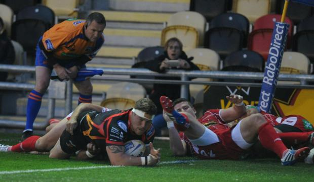 Free Press Series: Phil Price scores a try (1188633)