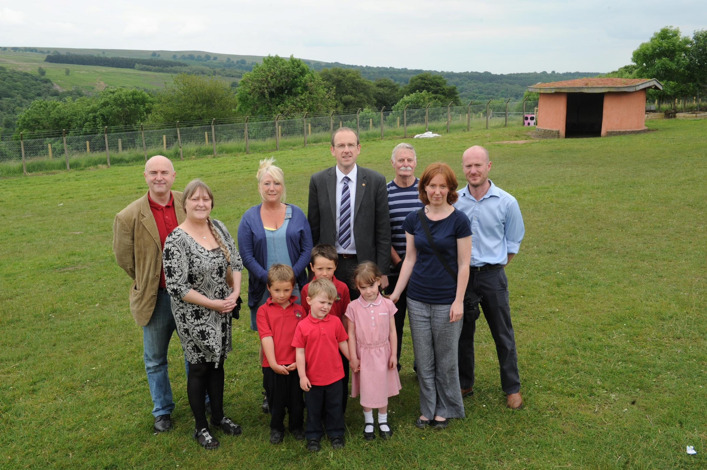 Llyr Gruffydd AM meets with residents of Varteg opposed to the proposed opencast mining (7212719)