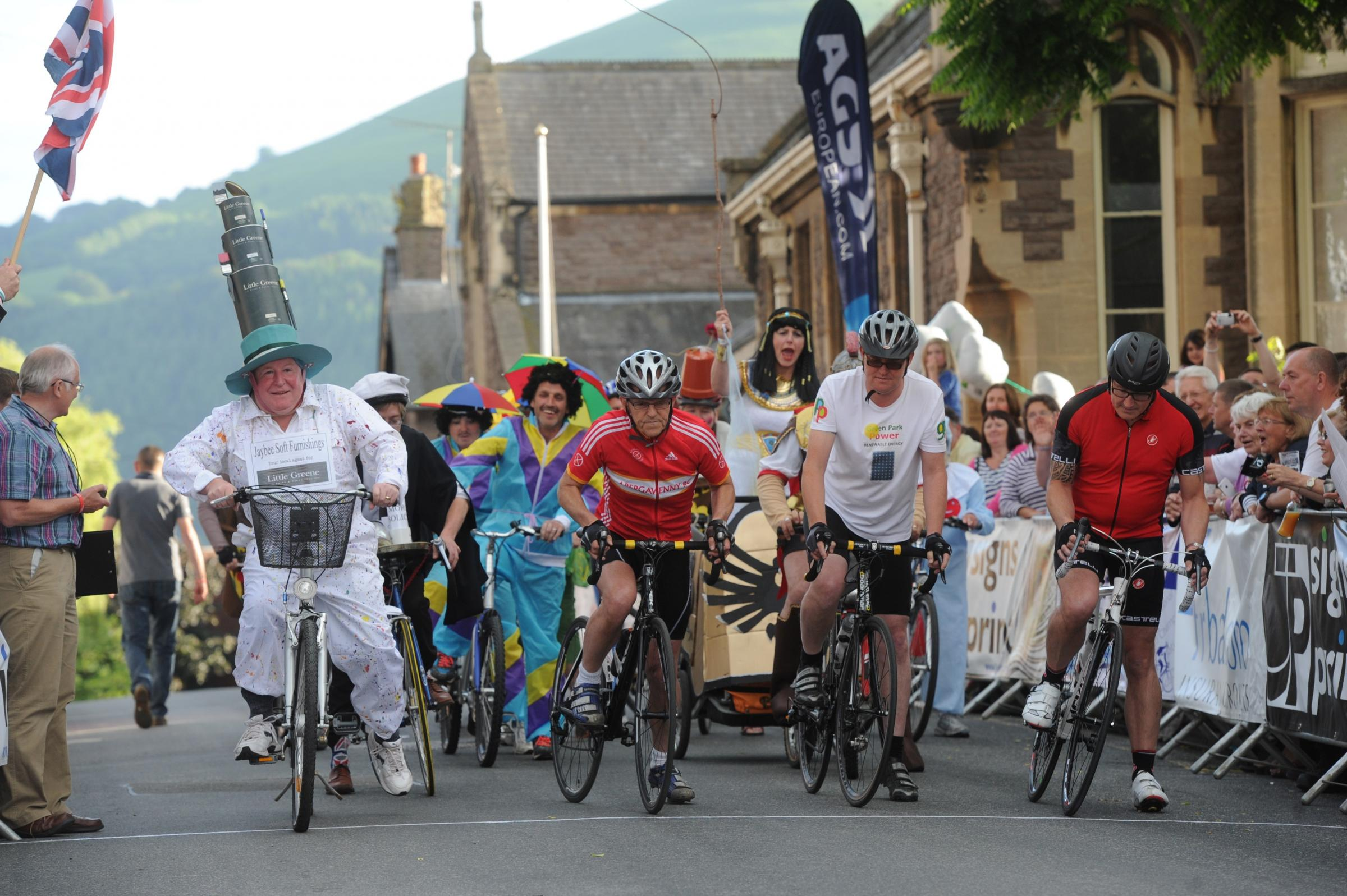 Crowds enjoy Abergavenny Festival of Cycling - as traders get into carnival spirit