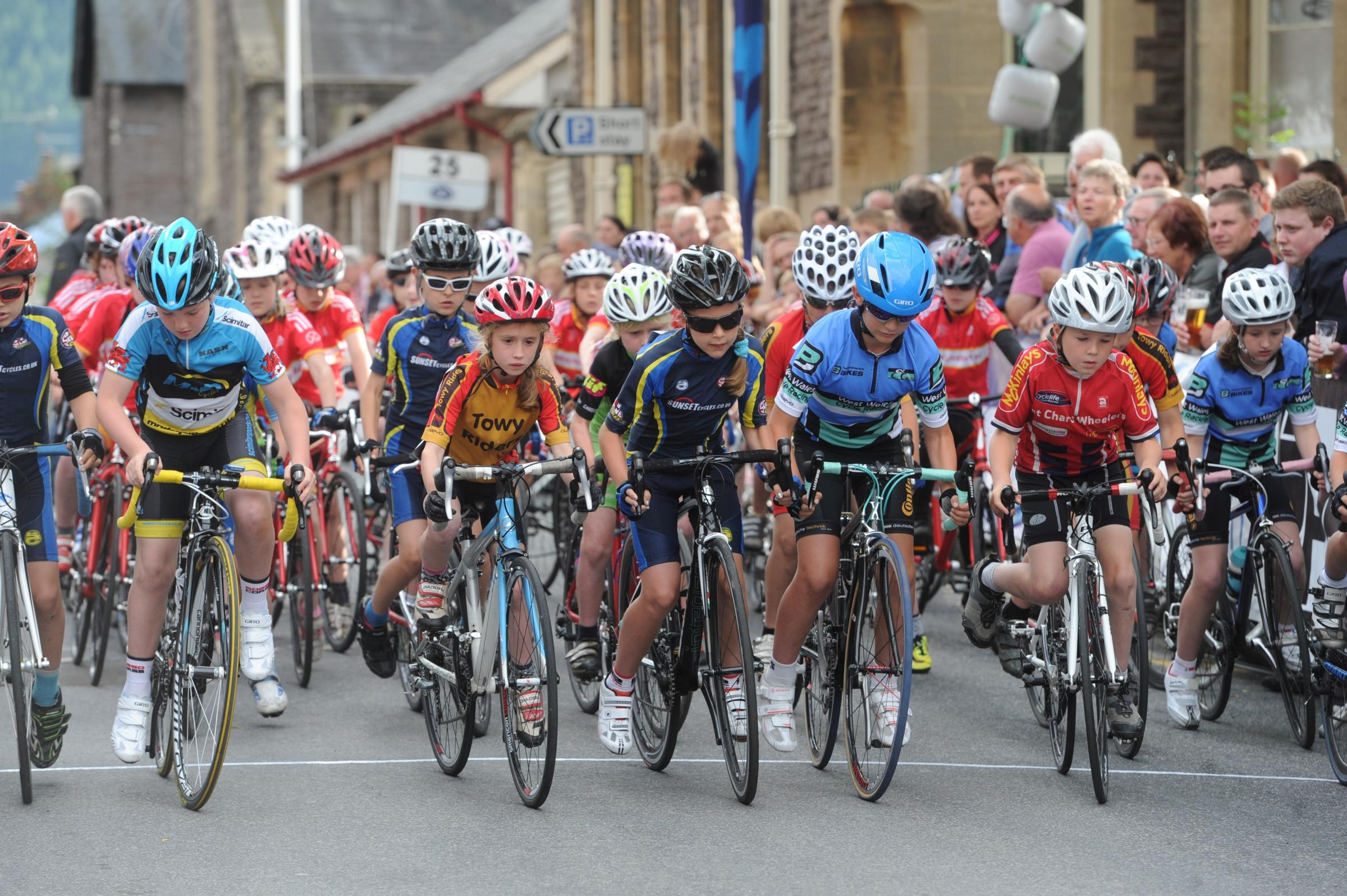 Thousands support cyclists in Abergavenny