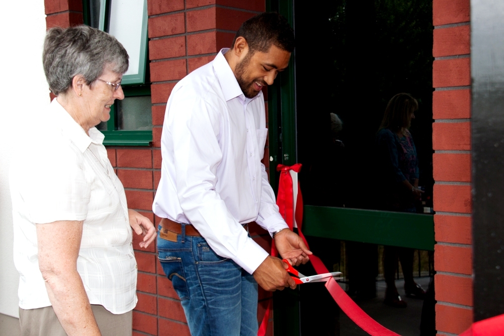 Rugby star opens Torfaen centre
