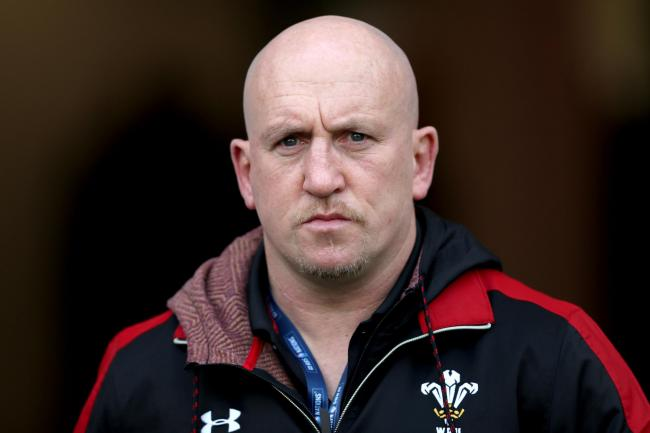 Defence coach Edwards turns down Wales job offer