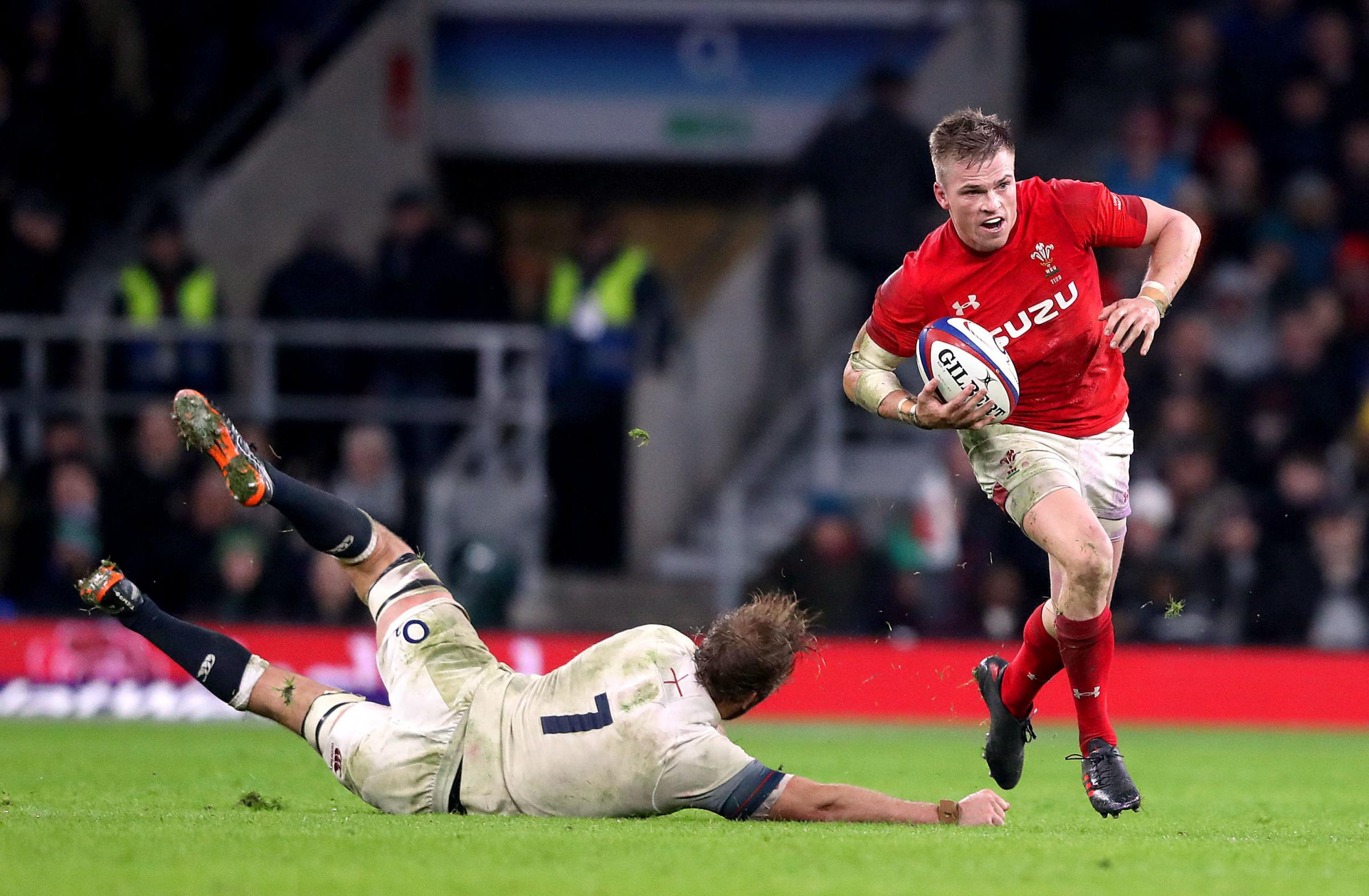 Wales' Gareth Anscombe (right) during the NatWest 6 Nations match at Twickenham Stadium, London. PRESS ASSOCIATION Photo. Picture date: Saturday February 10, 2018. See PA story RUGBYU England. Photo credit should read: Adam Davy/PA Wire. RESTRICTIONS: