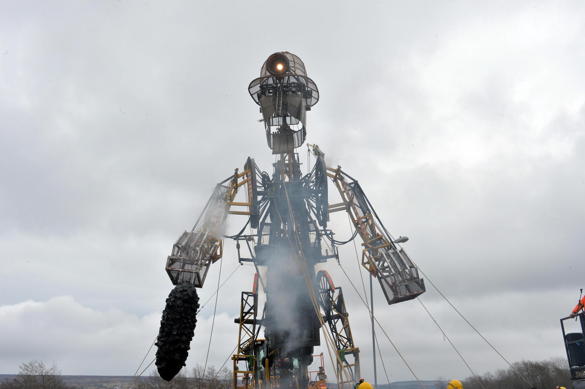 Crowds gather at the Big Pit to see Man Engine during his first appearance in Wales.  www.christinsleyphotography.co.uk