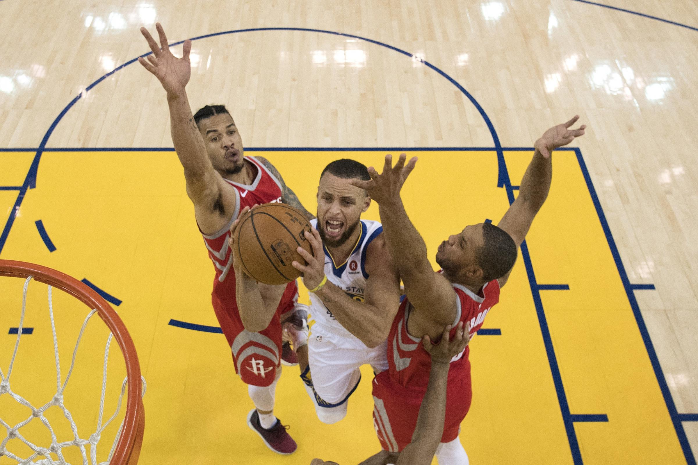 Stephen Curry shoots between Houston Rockets' Gerald Green and Eric Gordon (Kyle Terada/Pool/AP)