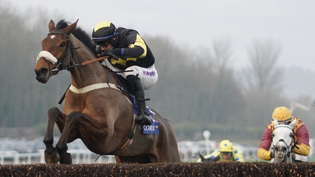 Elegant Escape on his way to victory in the Welsh Grand National at Chepstow