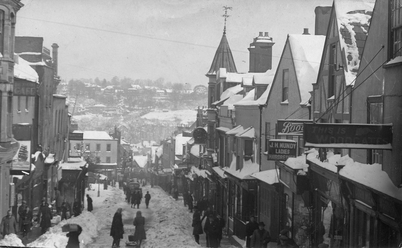 Chepstow High Street and beyond, deep in snow, 1947. Photograph from the collections of Chepstow Museum ©Monmouthshire Museums